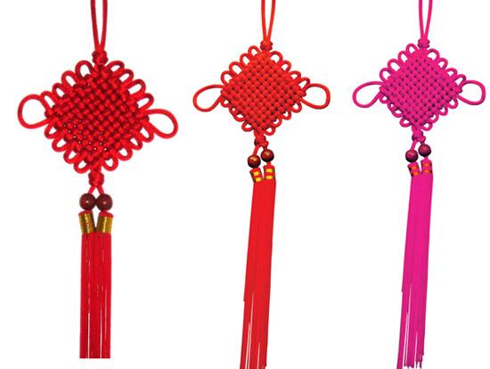 中国结有多少种?名字分别是什么? 中国结有很多种,根据它们的形状、意义和发音,可以分为很多种。有十二种基本类型,它们是:双钱结、藻井结、平结、攀缘结、双联结、万字结、绶带结、酢浆草结、盘肠结、团锦结、吉祥结、钮扣结。 基本结:团锦结、盘长结、攀缘结、双扣结、双环结、三环节、双钱结、发式结、同心结、、万字结、十字结、草花结、吉祥结、藻井结、蛇结、环扣结、梅花结、龟背结、平结、云雀结、钮扣结、八字结、秘鲁结、玉结