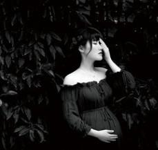 黑白简约孕照写真相册